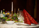 Festive Christmas or wedding table with red napkins on a white t — Stock Photo
