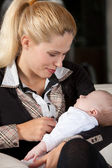 Pretty mom with newborn child — Stock Photo