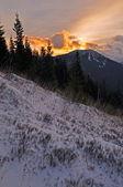 Amanhecer nas montanhas — Foto Stock