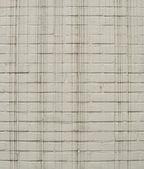 Biały cegła pomalowana ściana z długie, cienkie czarne kapie — Zdjęcie stockowe