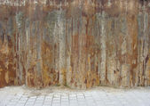 Rusty wall construction with pavement on a construction site — Stock Photo