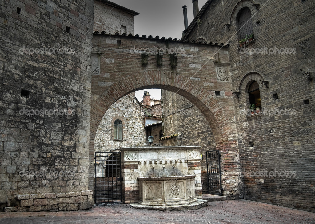 Historical fountain. Perugia. Umbria. — Stock Photo #3938651