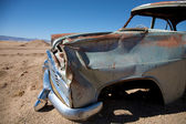 Kraschade bil i öknen — Stockfoto