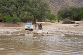 Crossing of a river by 4x4 — Stockfoto
