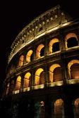 Koloseum w nocy — Zdjęcie stockowe