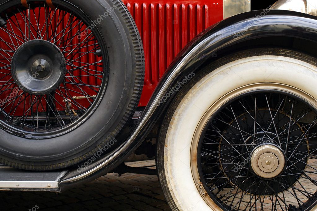 The fender and spoked wheels of an antique classic car. — Stock Photo #4169006
