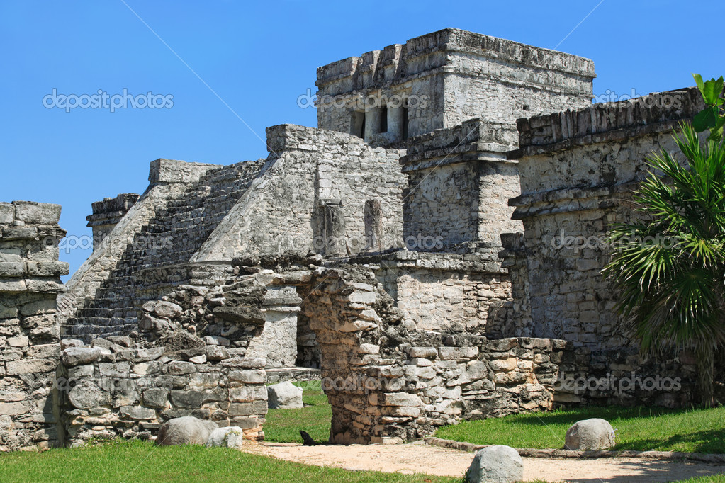 Photo of the Mayan ruins in Tulum Mexico. — Stock Photo #4169029