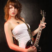 Gorgeous female guitar player — Stock Photo