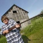 Woman with huge rifle — Stock Photo