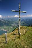 Kříž na vrcholu hory — Stock fotografie