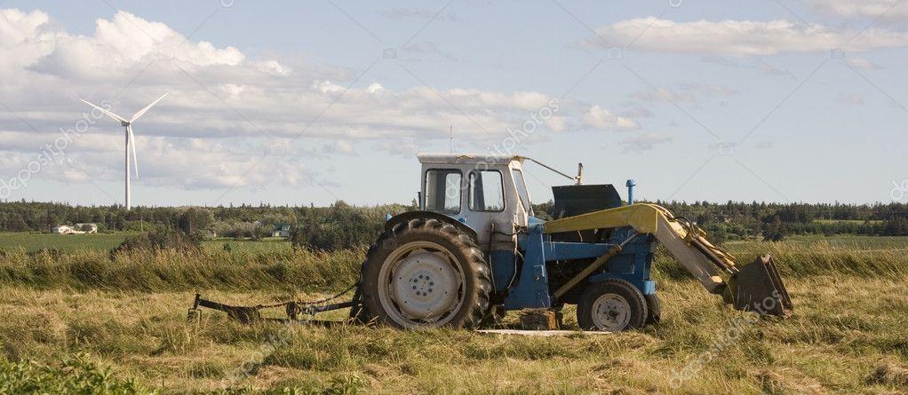 Tractor Broke Down : Broken down tractor — stock photo rusty