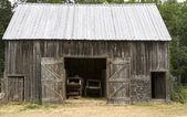 Aged Wooden Barn — Stock Photo