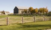 Barn and Fence — Zdjęcie stockowe