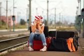 Jong meisje in treinstation — Stockfoto