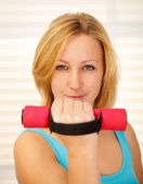 Dumbbell lifting — Stock Photo