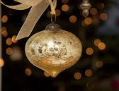 Piękne, wiszące złoty ornament — Zdjęcie stockowe