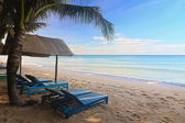 Sand beach with sun beds in Phu Quoc close to Duong Dong, Vietnam — Stock Photo