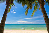 Sand beach with pams and canoes in Phu Quoc close to Duong Dong, Vietnam — Stock Photo