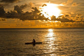 Sunset at South China Sea with canoe in Phu Quoc close to Duong Dong, Vietn — Stock Photo
