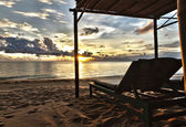 Sunset in Phu Quoc close to Duong Dong with sun bed, South China Sea, Vietn — Stock Photo