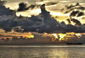Ship with threatening clouds over South China Sea at Phu Quoc, Vietnam — Stock Photo