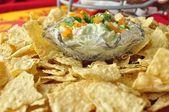 Avocado Dip/Chips — Stockfoto