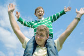 Father and his son against the blue sky — Stock Photo