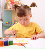 Child draws with paints in preschool — Photo