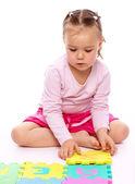 Liten flicka med alfabetet — Stockfoto