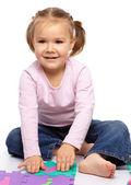 маленькая девочка с алфавитом — Стоковое фото