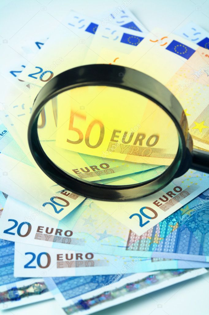 Small heap of Euro currency under a magnifying glass, — Stock Photo #4738080