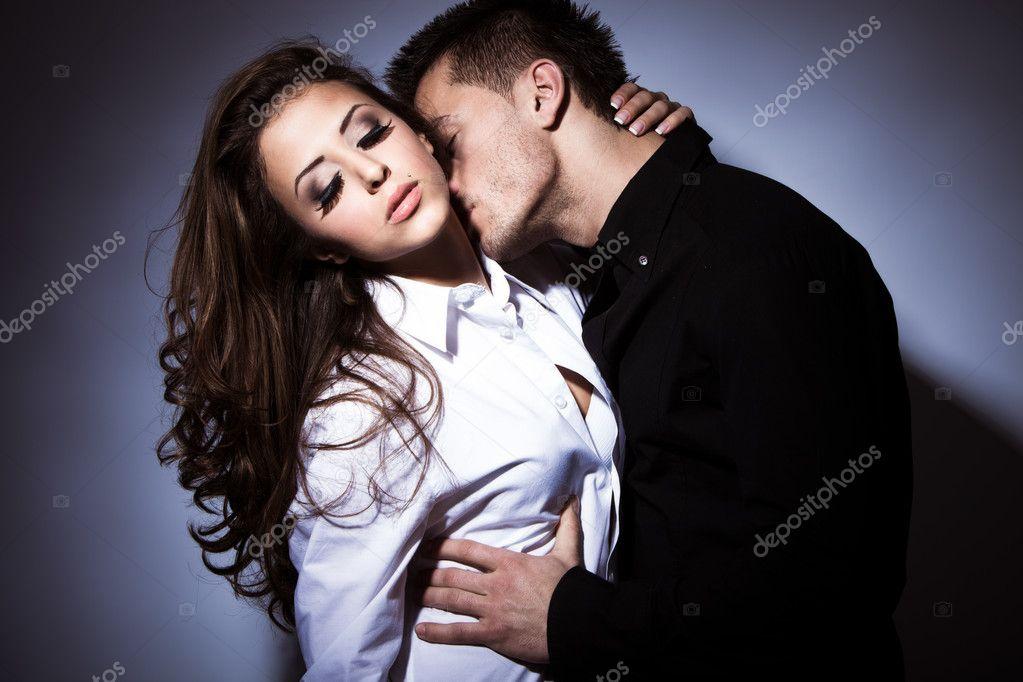 фотосессия влюбленных пар на студии фото