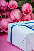 Romantic gift with roses — Stock Photo