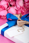 Romantic present with note — Stock Photo