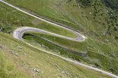 Kurva på ett högt bergsväg — Stockfoto