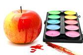 アップル、塗料とブラシ — ストック写真