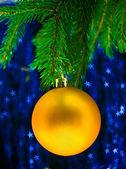 Juguete de pino amarillo — Foto de Stock