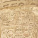 カルナック神殿少なくとも象形文字の彫刻 — ストック写真