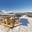 Picnic table on a snowy mountain top — Stockfoto