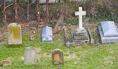 Nagrobków na cmentarzu kościoła — Zdjęcie stockowe