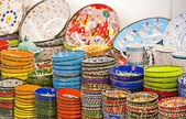 Ceramic plates and bowls at market — Stock Photo
