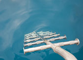 Drabiny metalowe do wody — Zdjęcie stockowe
