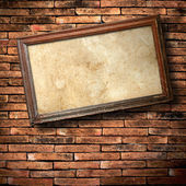 Oude houten frame op de muur — Stockfoto