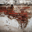 Foto Stock: Old broken brick wall