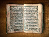 Open book Al-Quran — Stock Photo