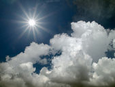 Sun shine in the blue sky — Stock Photo