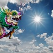Foto Stock: Chinese Dragon statue and sunny sky