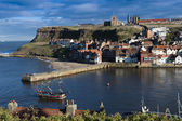 Boat Sailing Into Whitby Harbour, North Yorkshire, UK — Stock Photo