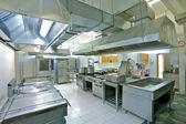 Professionele keuken. — Stockfoto