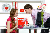 Celebrating Valentine's Day In Office — Stockfoto